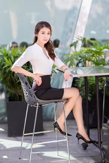 紧身短裙的极品气质美女图片