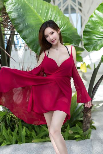 红色长裙的平面模特美女