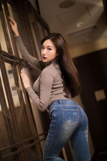 性感牛仔裤美女翘臀诱惑