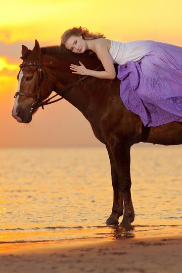 国外骑马的美女唯美写真图片