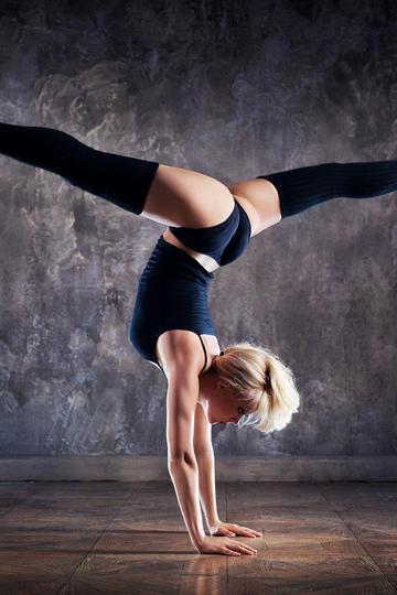 超高清欧美性感瑜伽健身美女图片