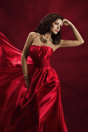 穿红色长裙的气质欧美模特美女图片