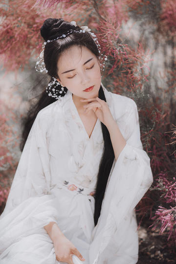 洁白衣服的气质古装美女图片