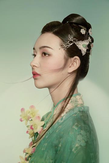 绿色衣装的古装美女肖像摄影图片