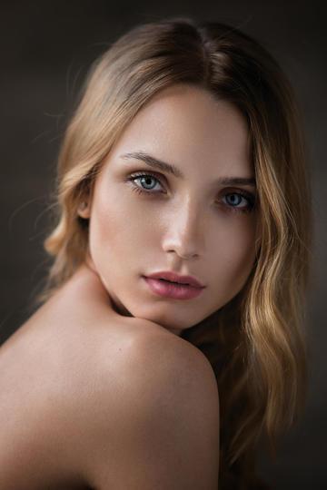 欧美裸体美女肖像艺术写真图片