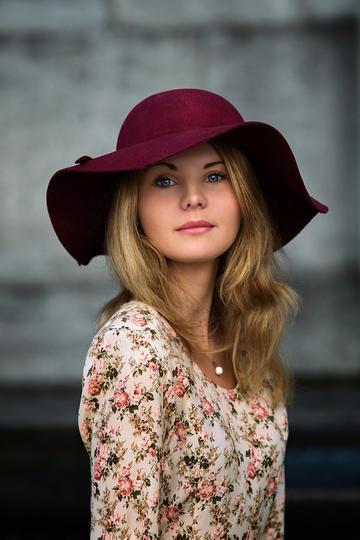 戴帽子的欧美气质美女肖像艺术写真图片