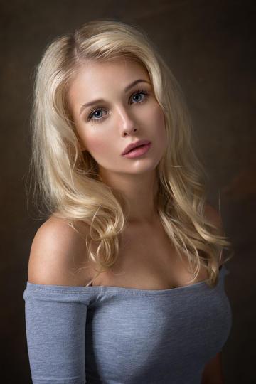 欧美金发美女艺术写真图片