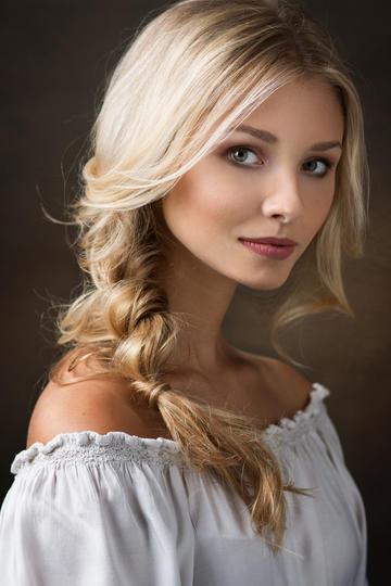欧美金发美女肖像艺术写真图片