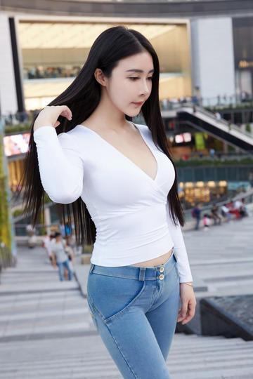 街拍紧身裤性感美女高清图片