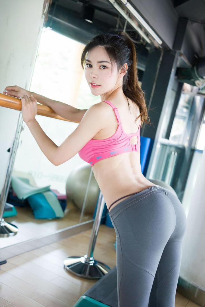性感健身美女翘臀图片