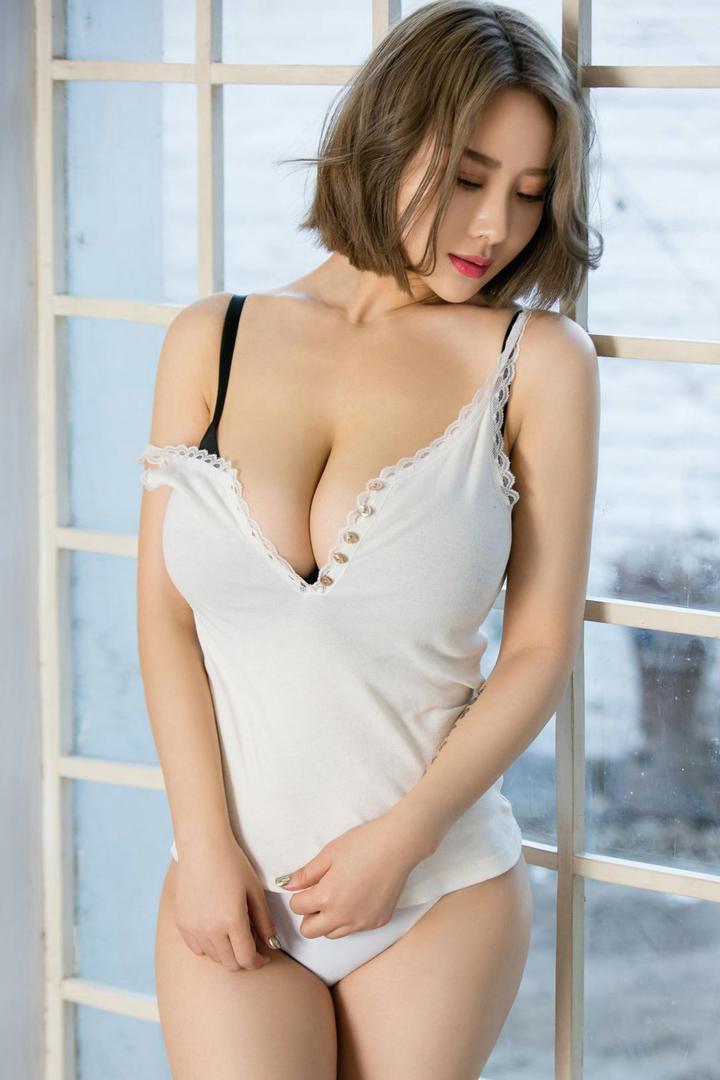 性感丰满大胸美女高清图片