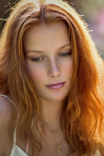 欧美清纯美女女生人物头像艺术照摄影图片