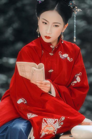 红色汉服古装美女图片