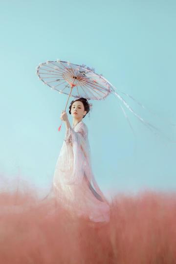 打洋伞的古装古典气质美女图片