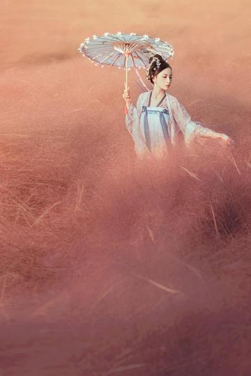 打洋伞的古装美女唯美艺术写真图片
