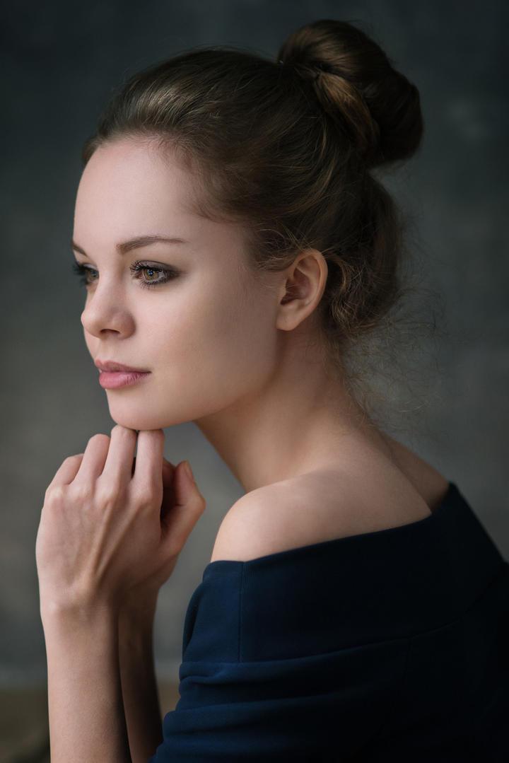 欧美气质美少女艺术写真图片