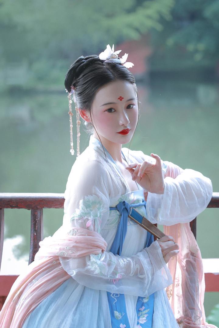中国古装古典美女艺术照图片