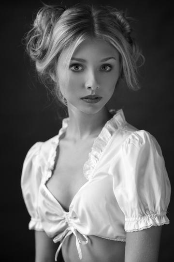 欧美气质小美女艺术摄影图片