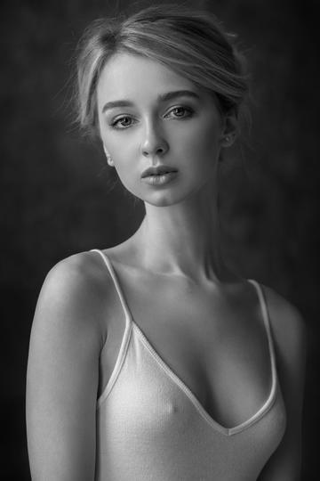 欧美美女半身艺术照图片