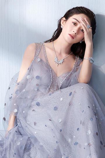 美女明星赵丽颖半身写真图片