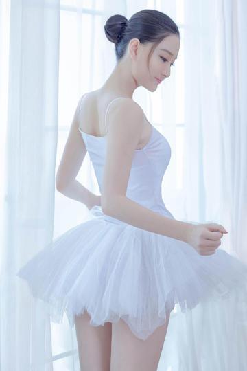唯美芭蕾舞美女背影照图片
