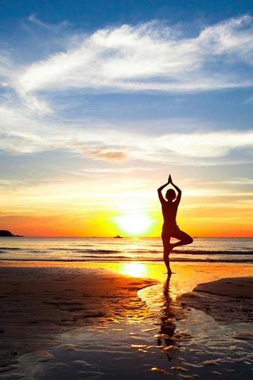海边做瑜伽的女生人像摄影