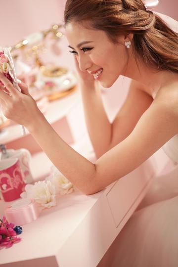 甜蜜浪漫粉色系婚纱摄影图片