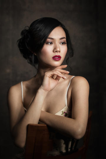 国外吊带美女人像摄影图片