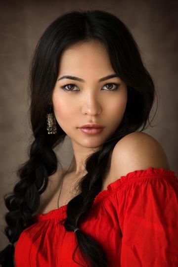 漂亮的红衣美女人像摄影