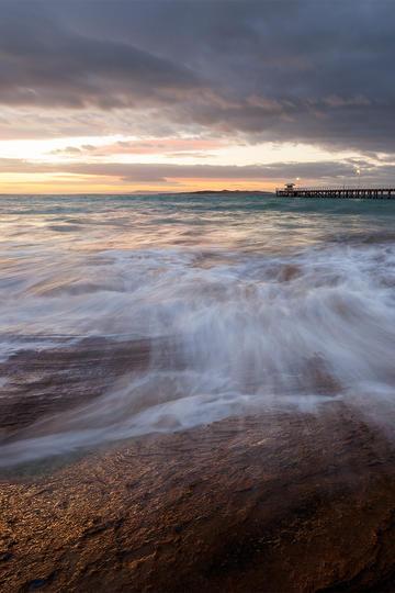 波涛汹涌的海面风景图片