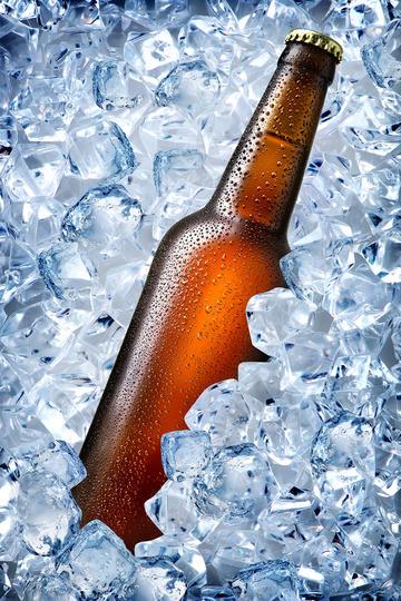 冰镇啤酒商业摄影图片
