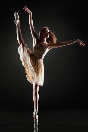 唯美女生跳舞运动摄影图片