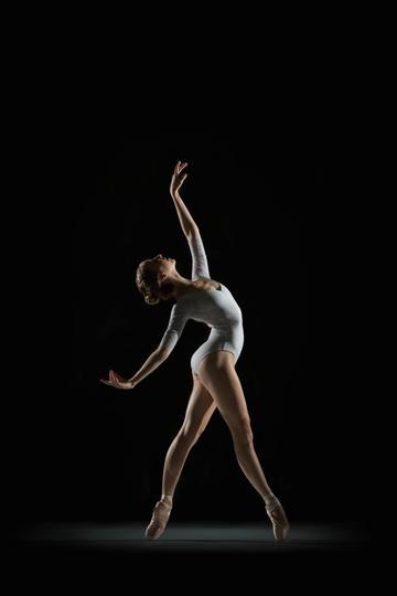 优雅的女生舞蹈图片