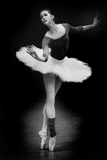 欧美美女跳芭蕾舞运动摄影