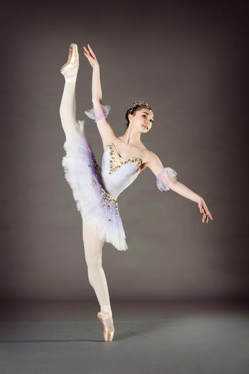 跳芭蕾舞的漂亮女孩运动摄影