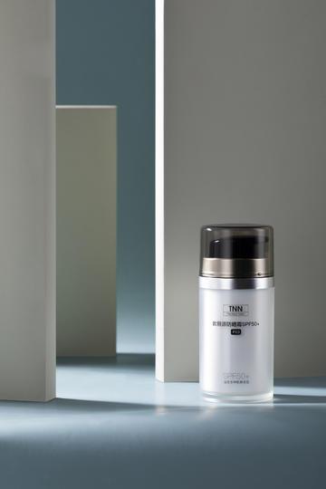 简约干净防晒霜产品商业摄影图片