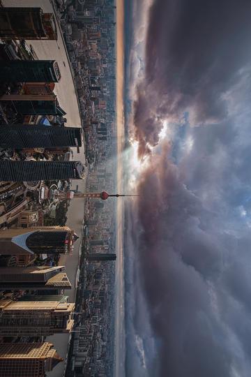 乌云笼罩的上海陆家嘴风景图片