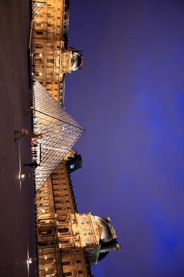 卢浮宫的夜景旅游景观