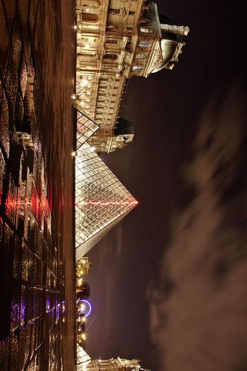 法国卢浮宫夜景图片