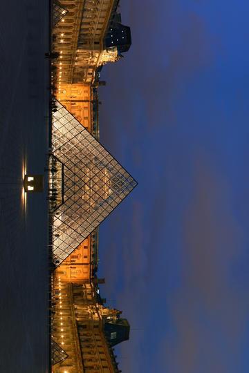 夜空下的卢浮宫旅游景观