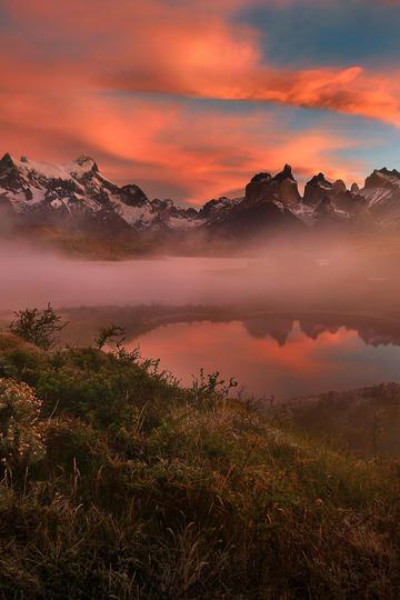 山中的小湖唯美风景图片