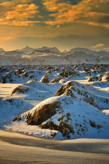 雪山上的雪堆