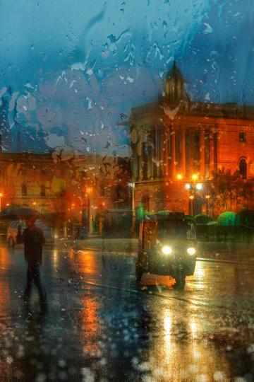 雨中的三轮车旅游景观图片