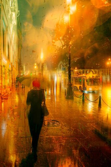 雨中灯火辉煌的街道旅游景观图片