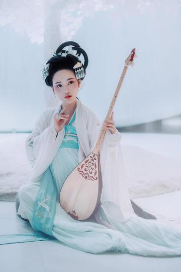 弹琵琶的古装极品美女人像摄影