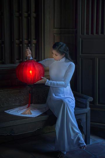 提着灯笼的古装美女人像摄影