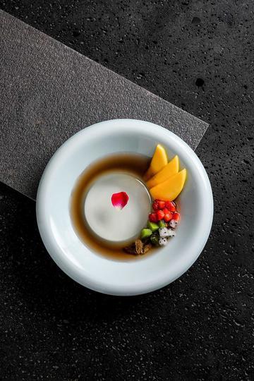 精致的水果布丁美食摄影图片