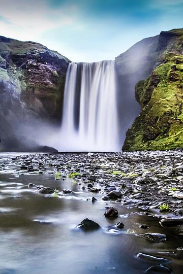 悬崖上的瀑布风景图片