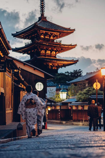 日本穿和服的女子图片