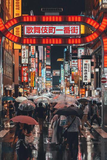 雨中的日本街头夜景纪实摄影